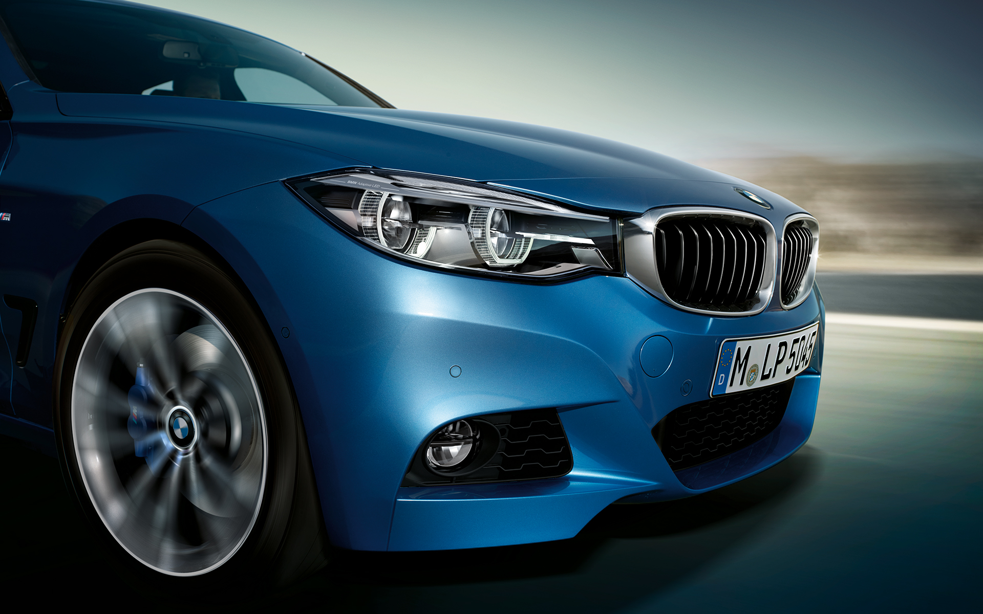BMW 3 Series Gran Turismo in bright blue: zoom-up of sidefront view.