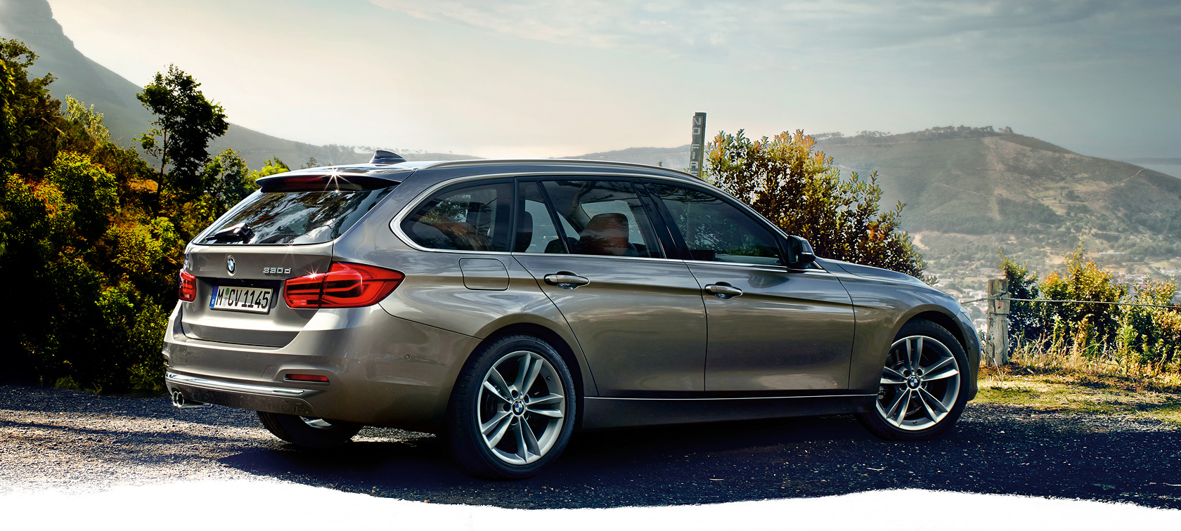 BMW 3 Series: topview from the hill.
