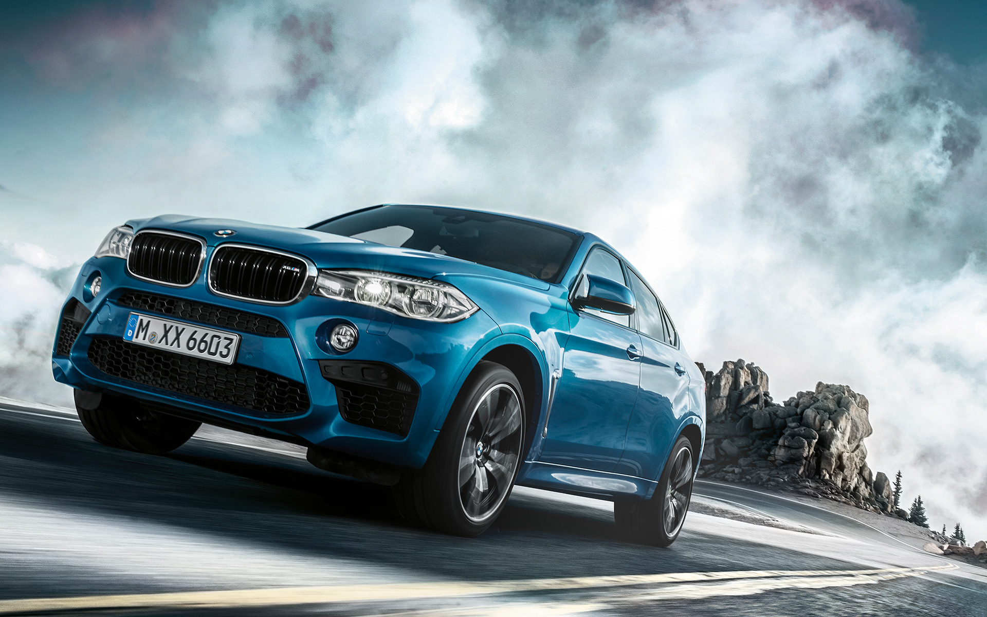 BMW X6 M - Front View hill driving