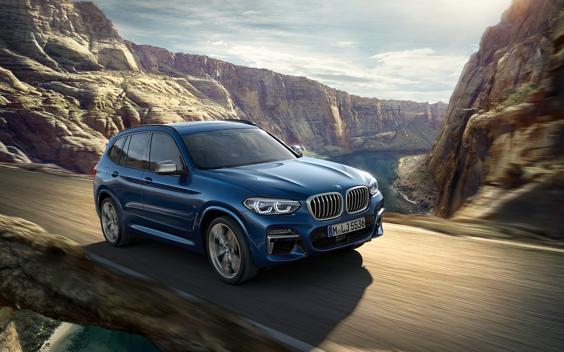 BMW X Series X3: frontside view crossing the canyon.