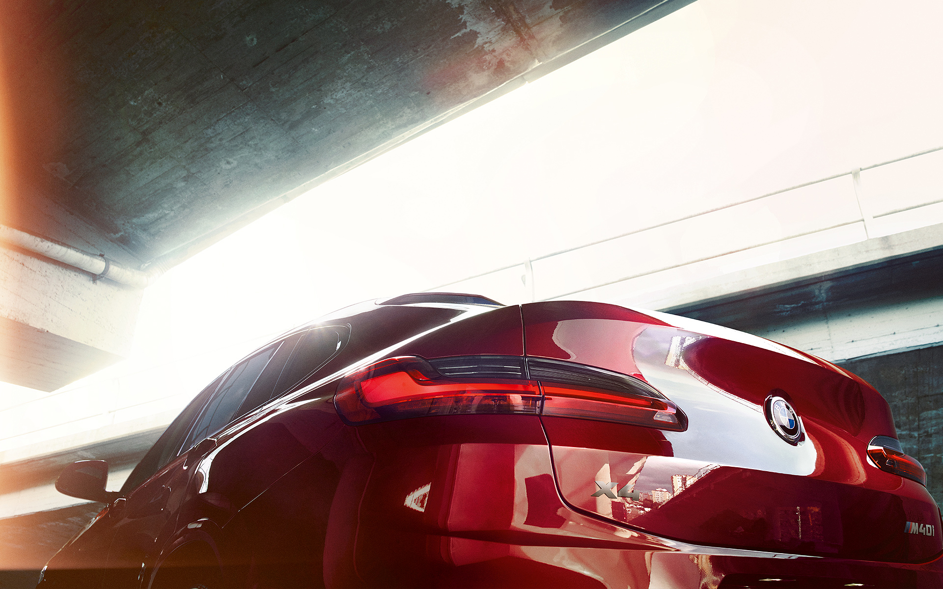BMW X Series X4: view of tail lights.