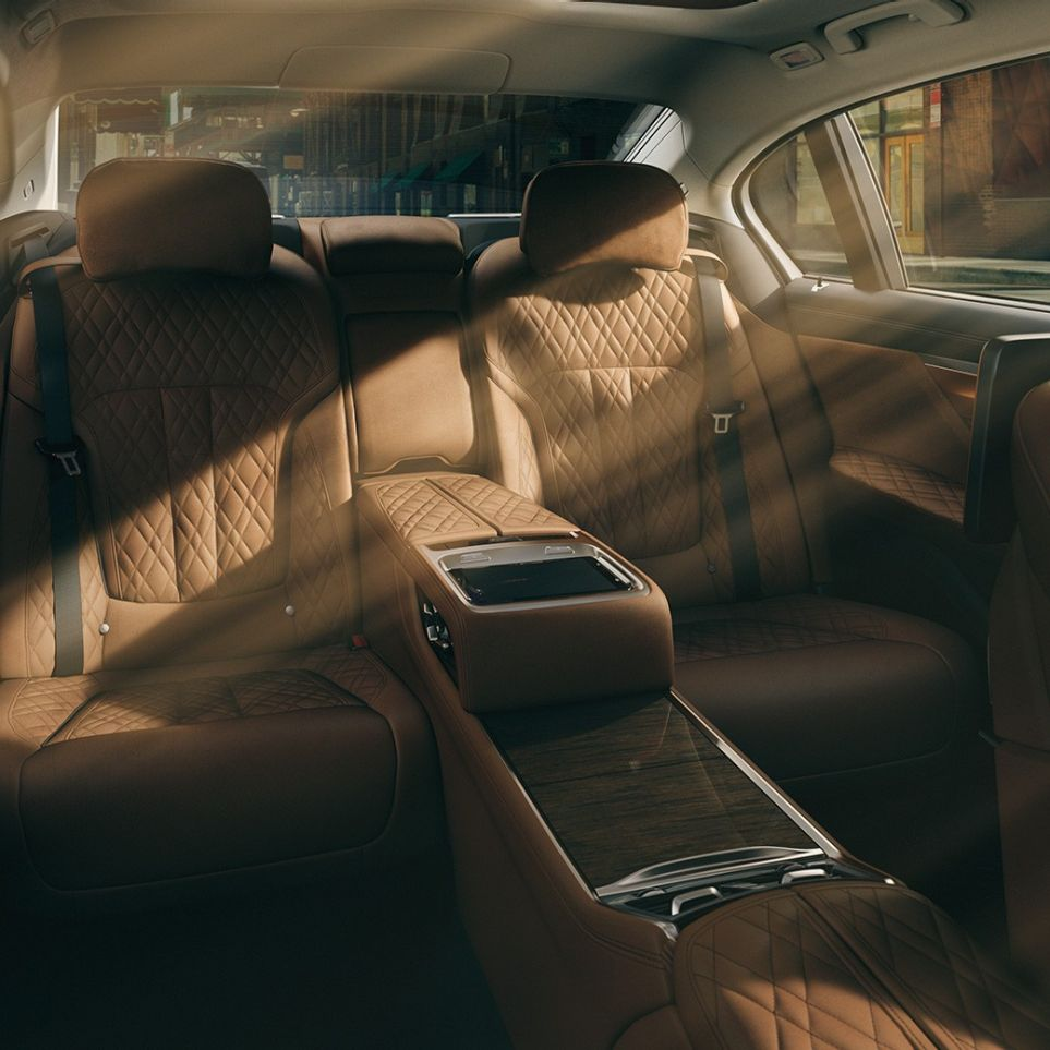 Experience Modes: comfortable interior design of the BMW 7 Series Sedan